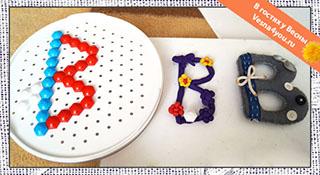 Выкладываем буквы пластилином и мозаикой